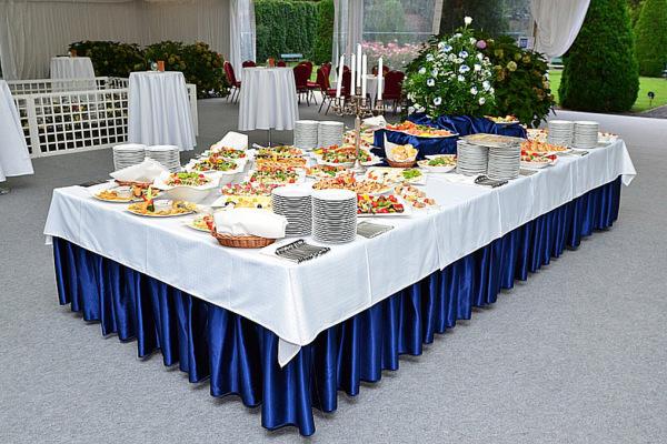 stół z przystawkami