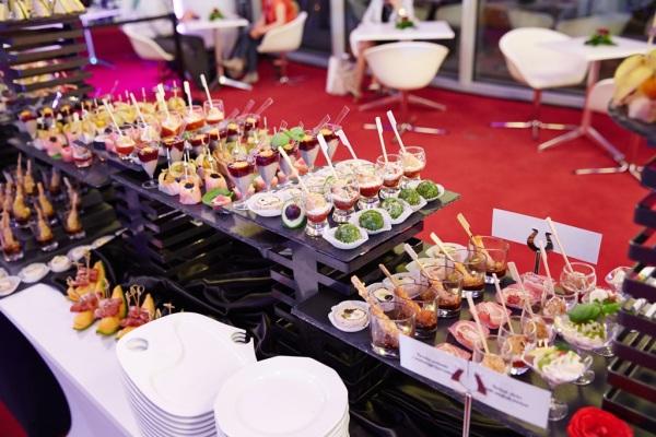 Ekspozycja przystawek cateringowych