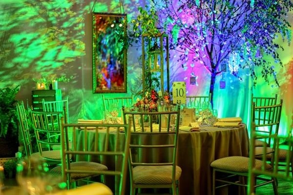 stoły podczas przyjęcia